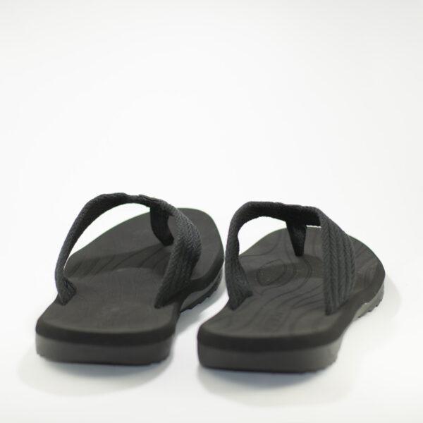 parte trasera sandalias negras hombre