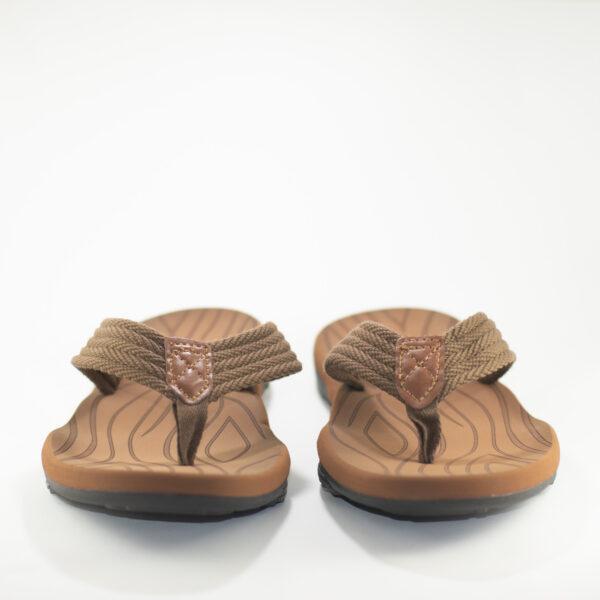 vista frontal sandalia marron